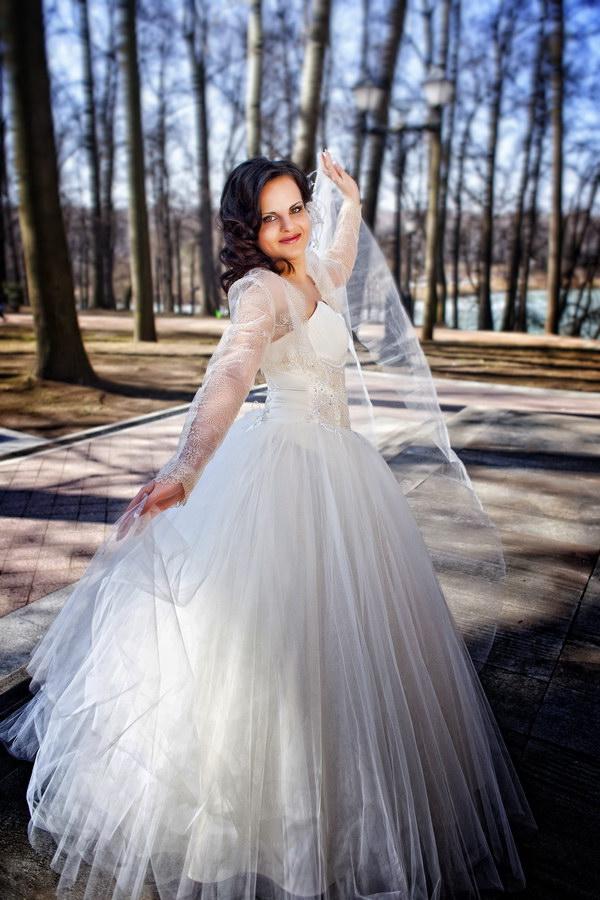 Свадебная фотография - радостно пархая