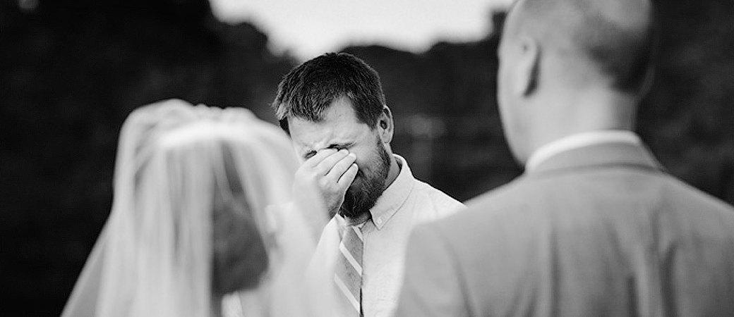 Пример работы свадебного фотографа стилистически близкой к документальному кино